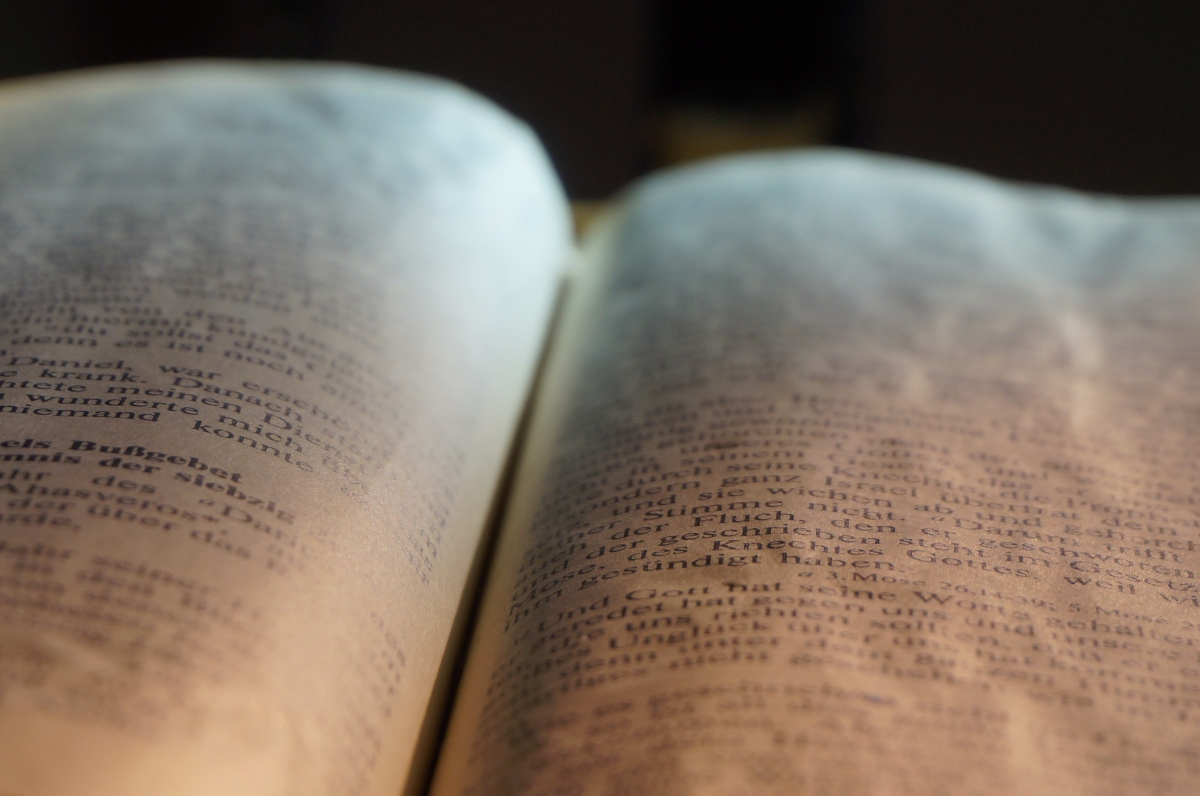 Kirche Weisweil Altarbibel